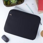 AmazonBasics-Funda-para-ordenadores-MacBook-de-133-pulgadas-color-negro-0-7